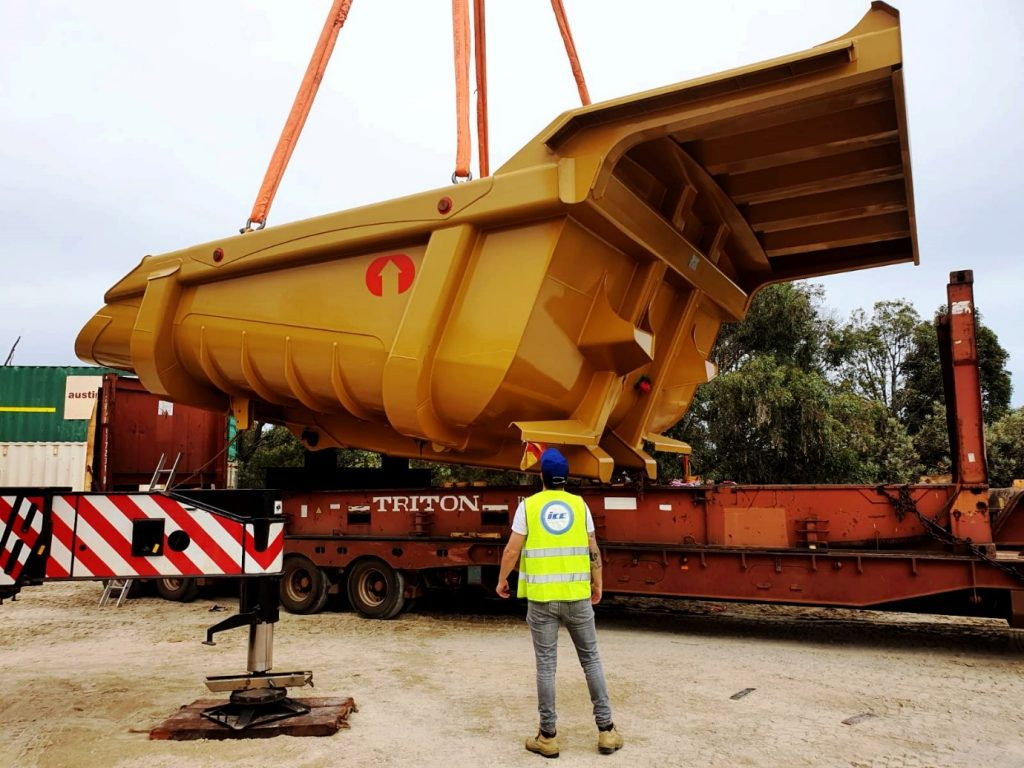 out of gauge cargo being lifted by crane